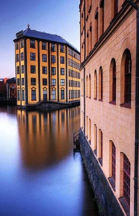 Норрчёпинг - город в Швеции, крупный промышленный центр. Точное время основания неизвестно, но в XII веке здесь упоминается церковь, посвящённая святому Олафу, покровителю Норвегии.