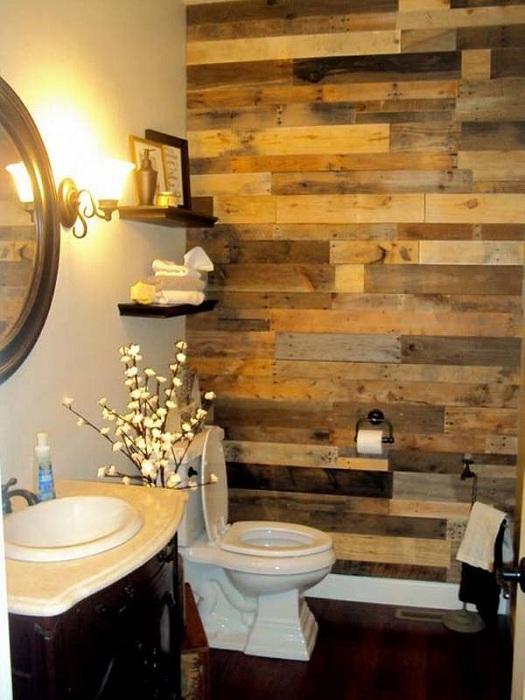 Использование различных сортов деревьев позволит максимально благородно обустроить стену в ванной комнате.