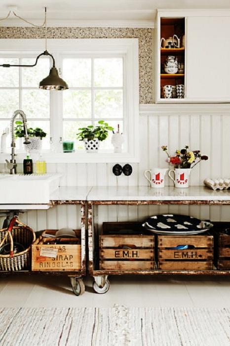 Прекрасный интерьер кухни создан благодаря необычным элементам, которые присутствуют в её интерьере.