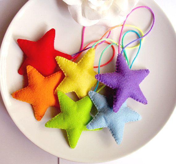 Яркие и интересные поделки в виде звезд, порадуют любого ребенка.