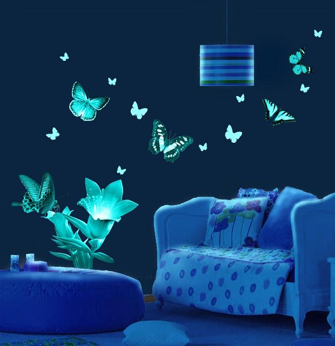 Симпатичная композиция - бабочки и цветок, украсят комнату.