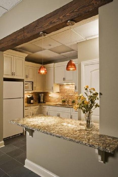 Отменный интерьер кухни с маленькой площадью, что очень красиво обустроена.