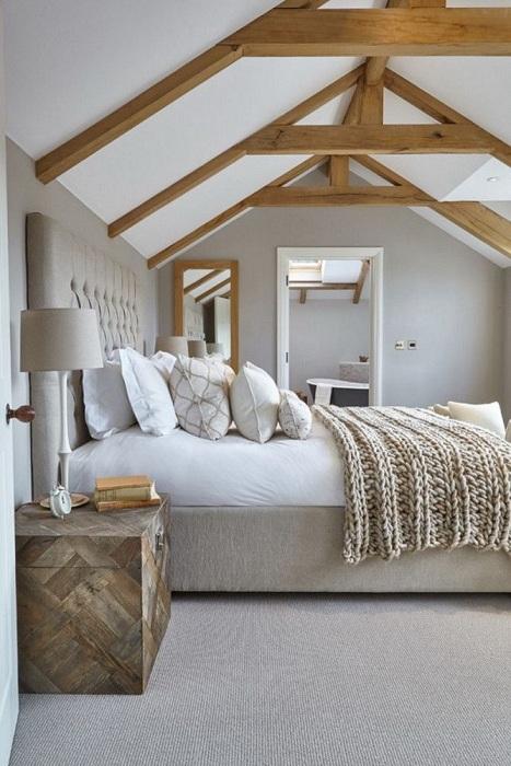 По-настоящему домашняя обстановка комнаты располагает к отдыху.