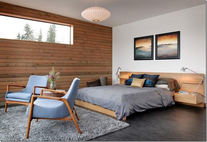 Красивый интерьер спальни с деревянной отделкой стен, украшает и создает невероятную атмосферу в комнате.