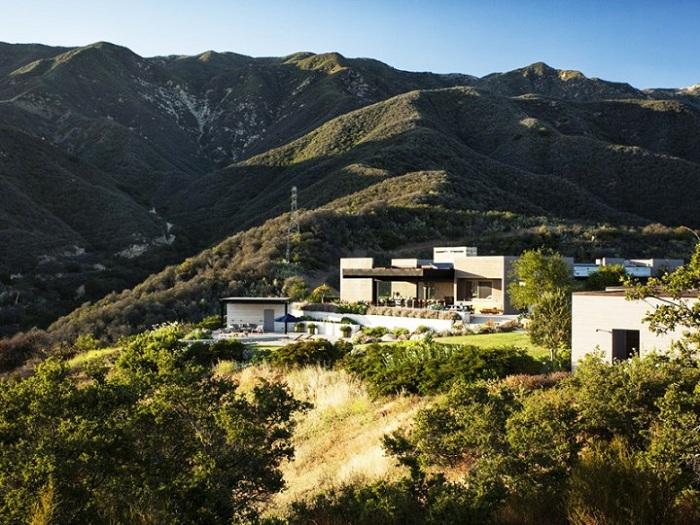 Современное поместье в Калифорнии.