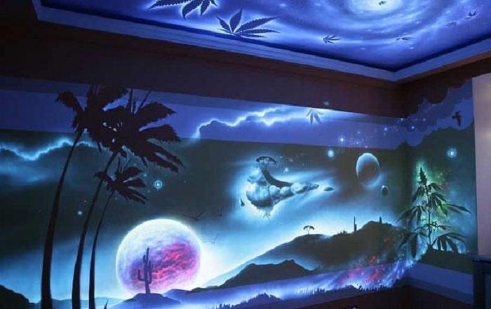 Волшебные даже сказочные пейзажи на стене станут хорошей находкой для оформления комнаты.