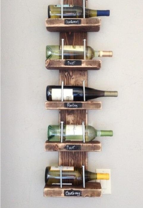 Очень аккуратные полочки для хранения вина, придутся по душе ценителям прекрасного.