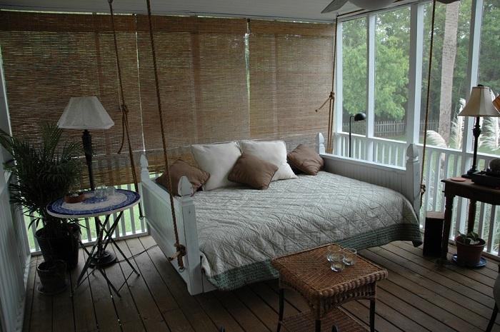 Спокойная обстановка в зоне отдыха с расслабляющей атмосферой.