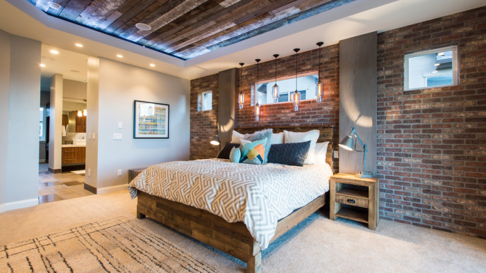 Изменение интерьера спальни при помощи современного промышленного стиля.