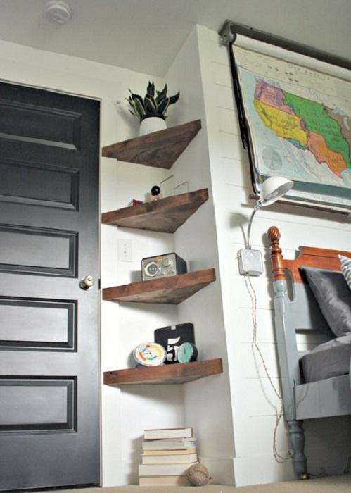 Интересные и в тоже время простые угловатые полки, которые преобразят интерьер любой из комнат.
