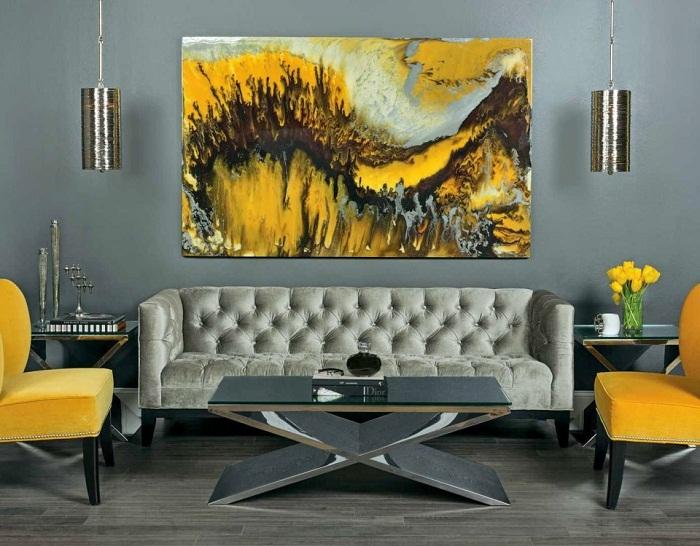 Отличное дизайнерское решение создать невероятный интерьер с помощью ярко-желтой картины, что станет акцентом.