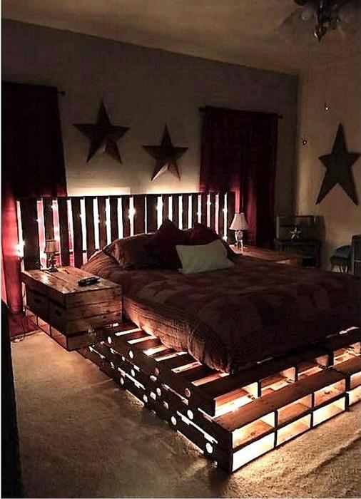 Просто необыкновенный интерьер спальной с крутым интерьером в современном стиле.