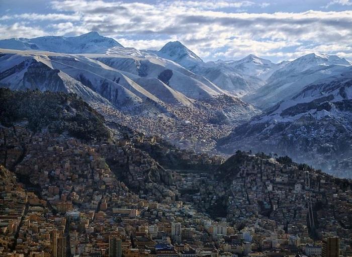 Ла-Пас - самый высокогорный город планеты, и приезжающие сюда должны знать об особенности, чтобы подготовиться к акклиматизации на такой значительной высоте.