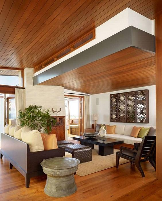 Деревянный очень красивый потолок – это то что подарит сразу же положительные эмоции и массу уюта.