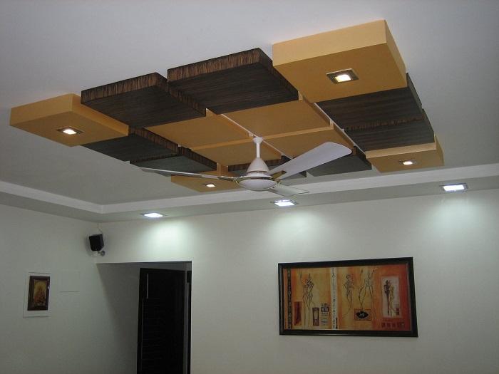 Интересный вариант оформления потолка, в квадратах, что создаст интересную и уютную обстановку.