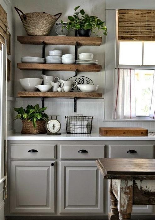 Прекрасный вариант обустроить кухню деревянными элементами декора, то что на самом деле создаст своеобразную легкость.