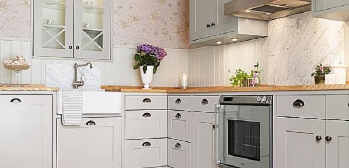 Легкая и непринужденная обстановка станет просто отличным вариантом дополнения любого интерьера кухонного пространства.