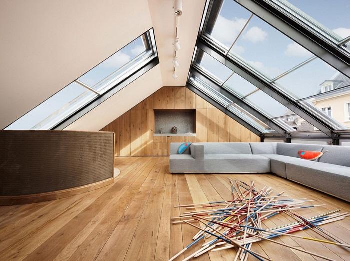 Оформить интерьер гостиной возможно при помощи декорирования комнаты такого плана в современных тенденциях.