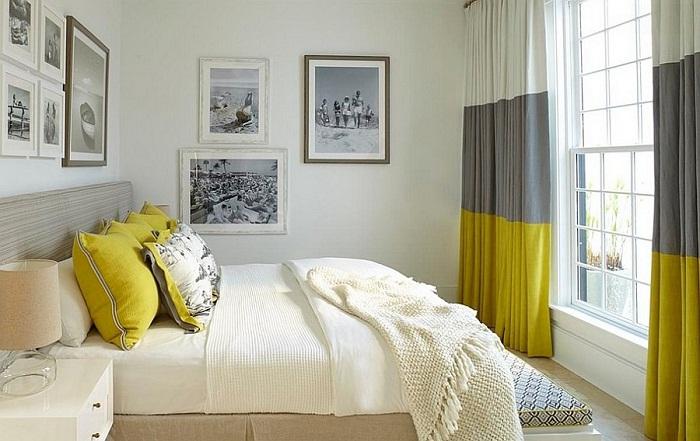 Крутое решение украсить комнату такими интересными полосатыми шторами, что точно понравятся.