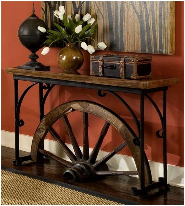 Удивительное сочетание прихожей с колесом, которым украшен декор, очень интересно смотрится.