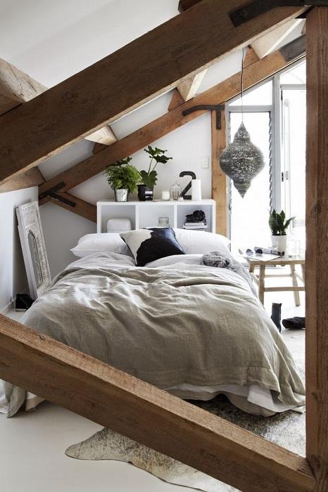 Дополнительную комнату возможно разместить под чердаком, что добавит полезной площади дому.