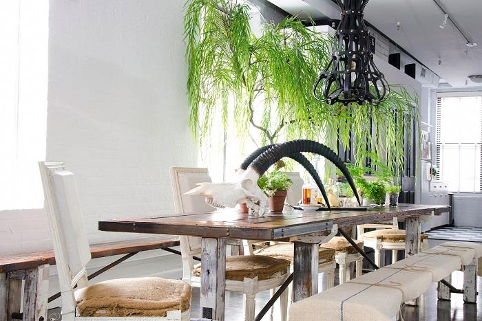 Интересную обстановку возможно создать благодаря потрясающему оформлению мини-сада дома.