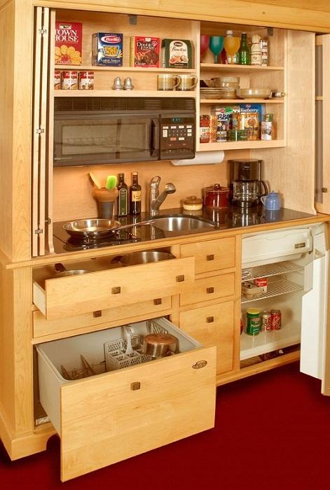 Преобразить интерьер кухни с прекрасной столешницей, что оптимизирует пространство.