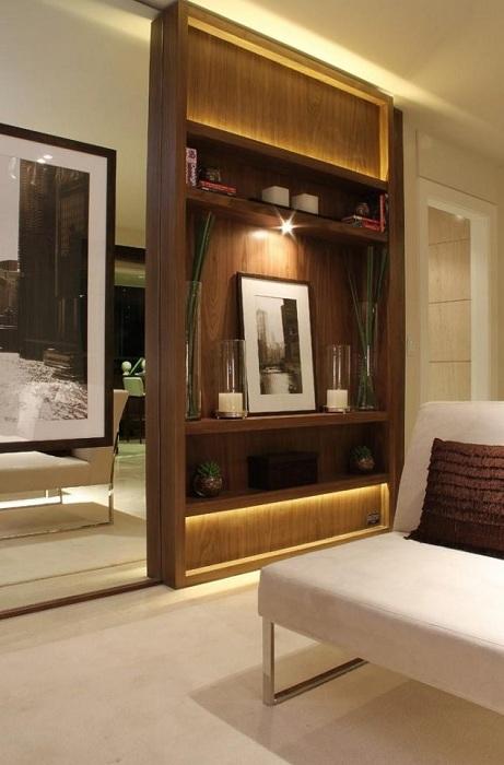 Практичний варіант розміщення перегородки між кімнатами, що вразить.