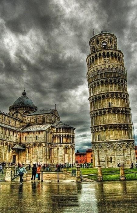 Область Италии. Тоскана - место происхождения итальянского Ренессанса, и её художественное наследие включает архитектуру, живопись и скульптуру с многими произведениями в музеях целого региона, из которых самые известные - Уффици и Барджелло во Флоренции.