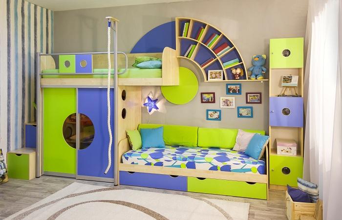 Кровать, оригинальные системы хранения, спортивный уголок - всё в одном флаконе.