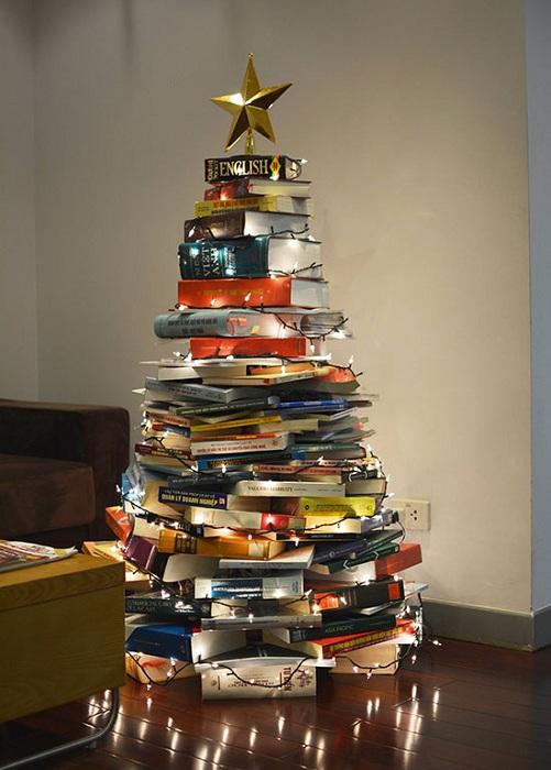 Хороший вариант оформить интерьер комнаты в помощью отменного оформления при помощи книг.