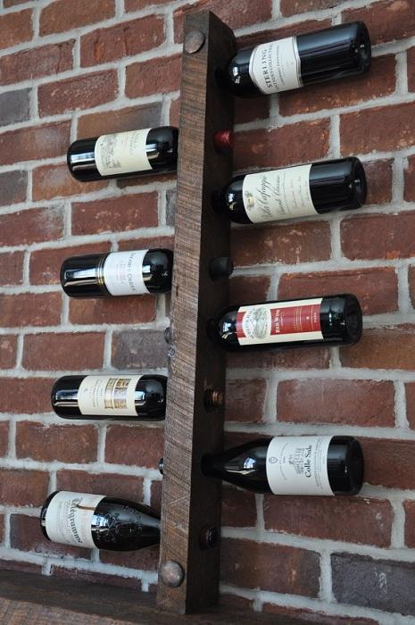 Простое, но удобное место для хранения вина создаст интересное настроение и порадует глаз.