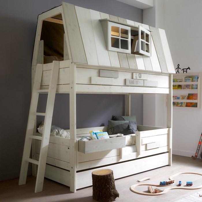 Кровать для тех, кто хочет перенести в городскую квартиру дух свободы.
