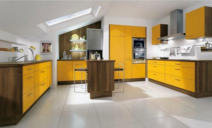 Яркая кухня которая впишется в интерьер современного дома.