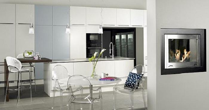 Один из самых лучших примеров оформления кухни в белых тонах.