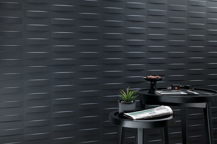 Нейтральное оформление стен в темном цвете, создаст определенный шарм и загадочность в комнате.