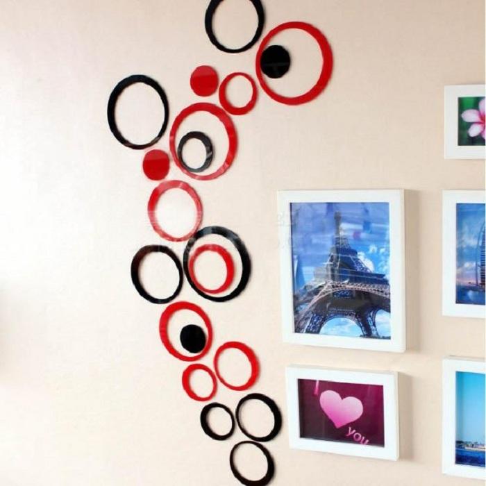 3D наклейки в виде черно-красных кругов, которые станут оригинальным дополнением к интерьеру любой из комнат.