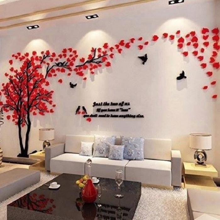 Гостиная украшена 3D наклейкой в виде дерева в цвету, то что понравится определенно.