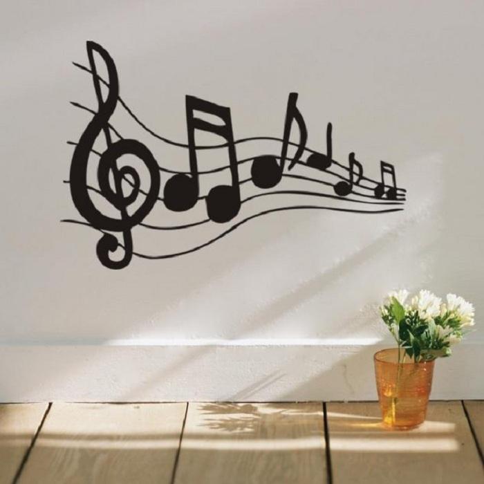 Крутой интерьер комнаты создан благодаря хорошей и легкой музыкальной атмосфере, которая очарует.