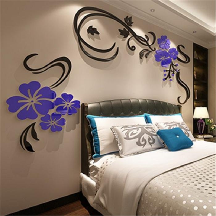 Красивые синие цветы на 3D наклейках создадут симпатичную обстановку в любой из комнат дома.