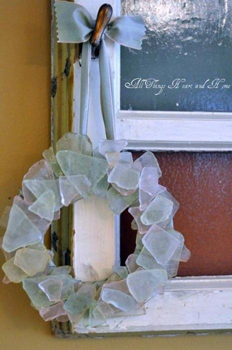 Орнамент из цветного стекла в виде веночка, отличная возможность самовыражения.