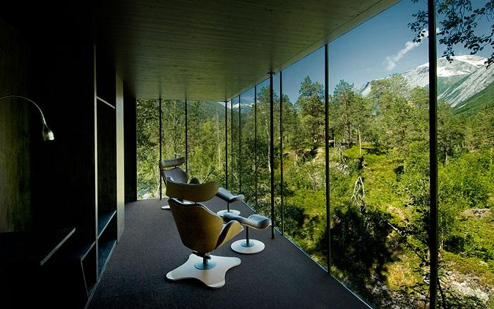 Необыкновенно красивый вид из номера в Норвегии - просто заглядение.