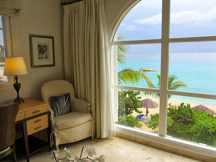 Сент-Мартин - остров в Карибском море в северной части Восточных Карибских островов - прекрасен своими колоритными пейзажами.