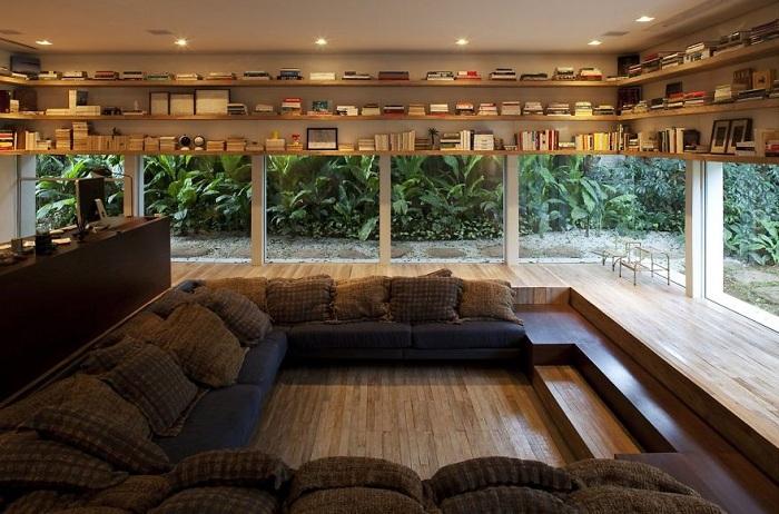 Красивая обстановка за окном номера в Бразилии.