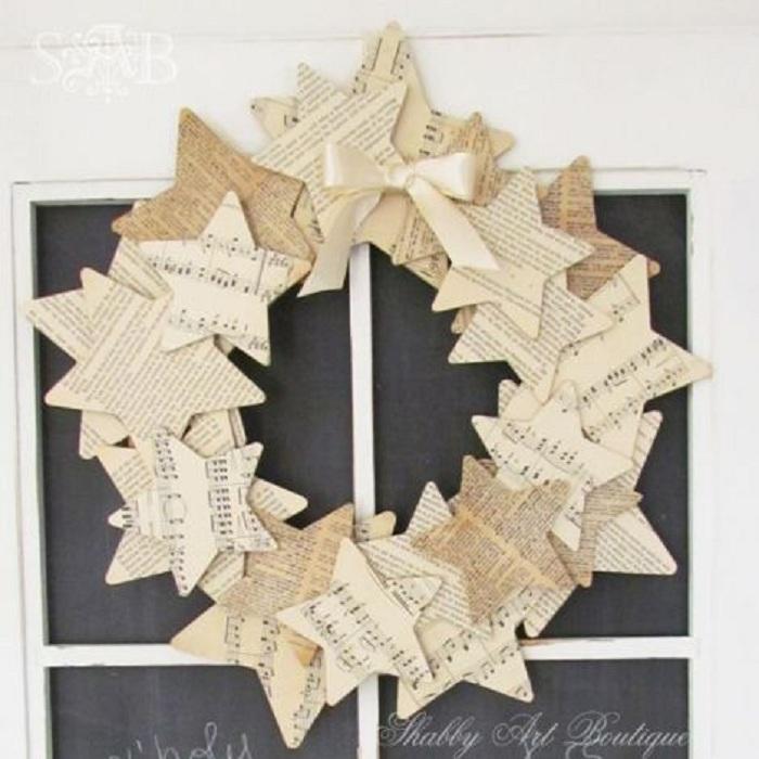 Шикарный венок из звезд, подарит положительные эмоции и украсит интерьер комнаты.
