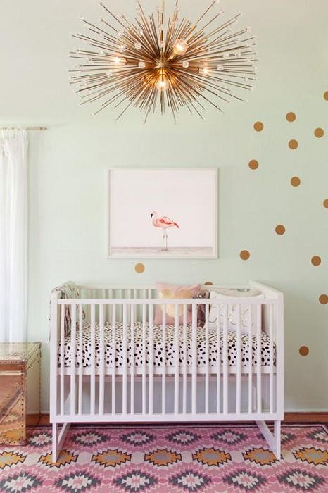 Уютная детская оформлена в стиле модерн который раскрыт в ярких и необычных деталях.