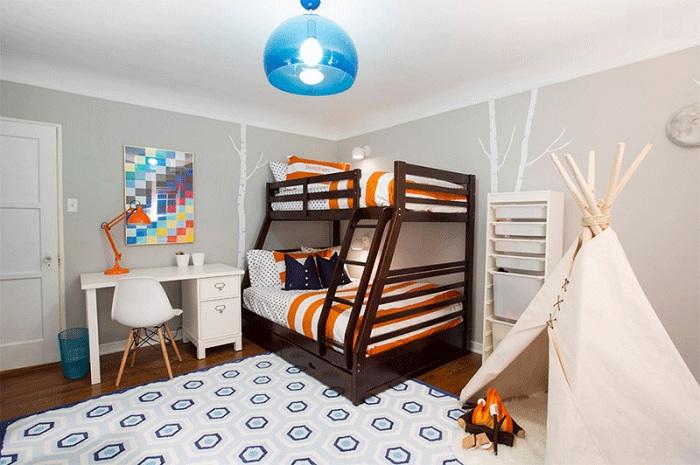 Современная спальня с вигвамом и «костром».