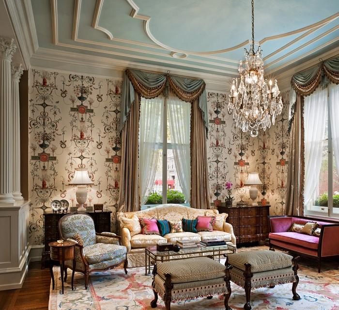 Интерьер комнаты для отдыха украшен симпатичными шторами.