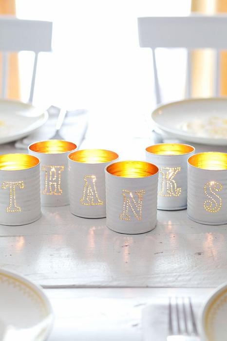 При помощи дырявых жестяных банок можно оставить интересное сообщение любимым и близким.
