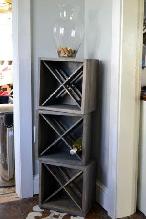 Нестандартные подставки для хранения вина - деревянные коробки, которые выглядят очень необычно.